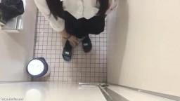 学校のトイレで全裸露出