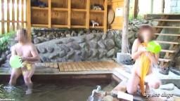 【NAO】混浴露天風呂で2人のオヤジに見せまくり