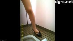トイレ盗撮若い